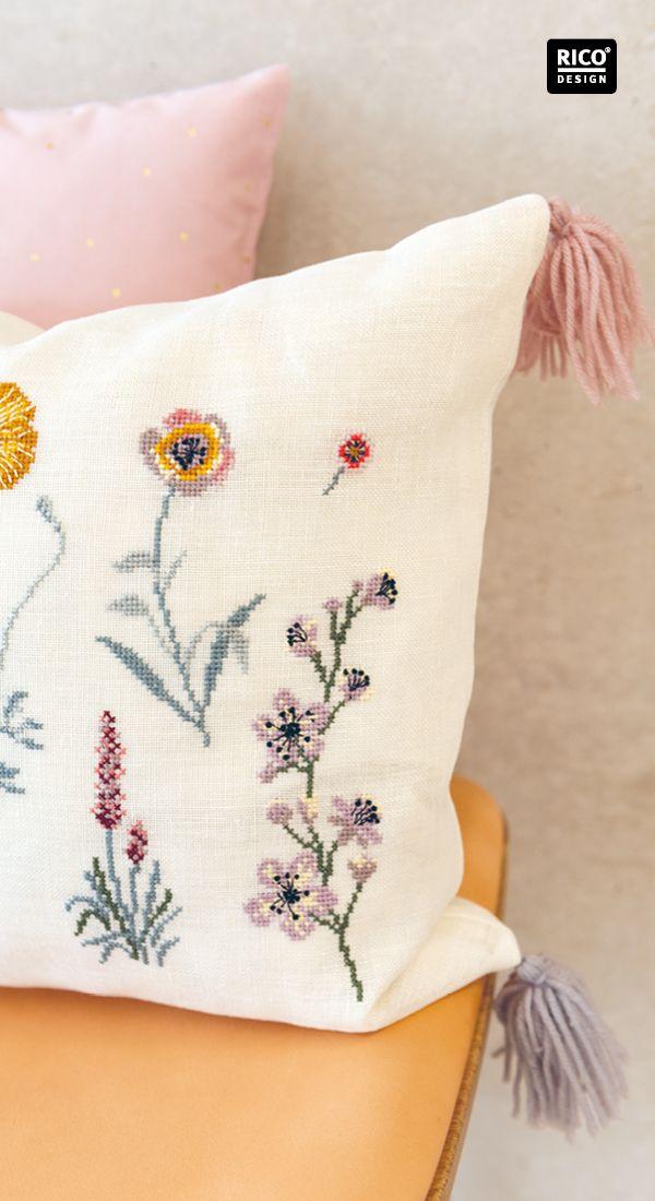 Photo of Kissen mit floralen Stickmotiven gestalten