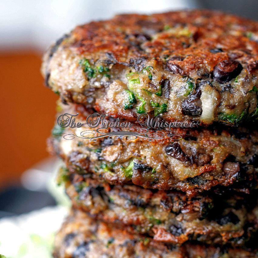 Yummy looking veggie burger! RAVE reviews :) ChunkyPortabellaBlackBeanBroccoliPatty
