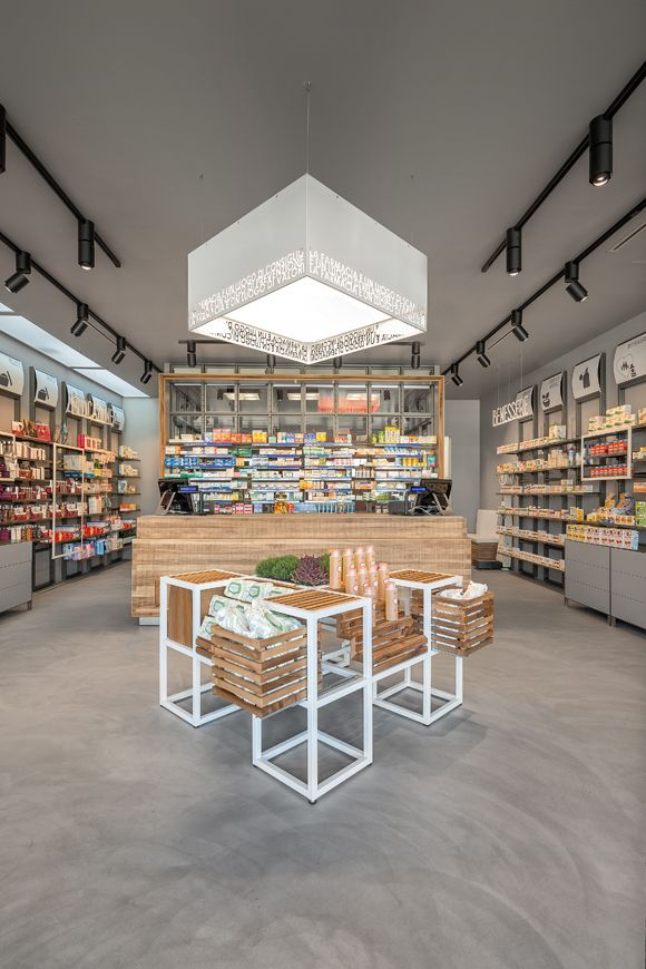 Pharmacy design retail design store design pharmacy for Progettazione spazi interni