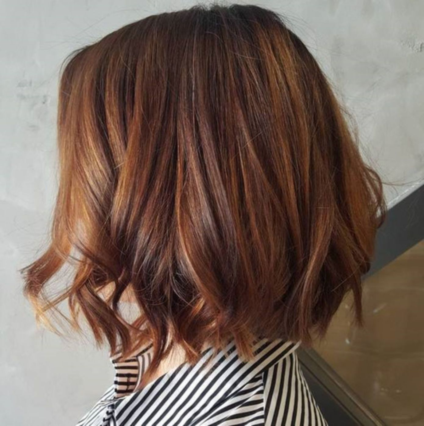 60 Looks With Caramel Highlights On Brown And Dark Brown Hair In 2020 Auburn Balayage Copper Brown Hair Hair Highlights
