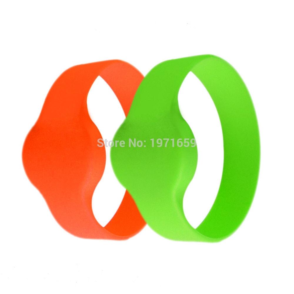 0.93$  Buy now - http://aliltv.shopchina.info/go.php?t=32795618787 - 125khz RFID EM4100/TK4100 Wristband Bracelet ID Card Silicone RFID Band  #aliexpressideas