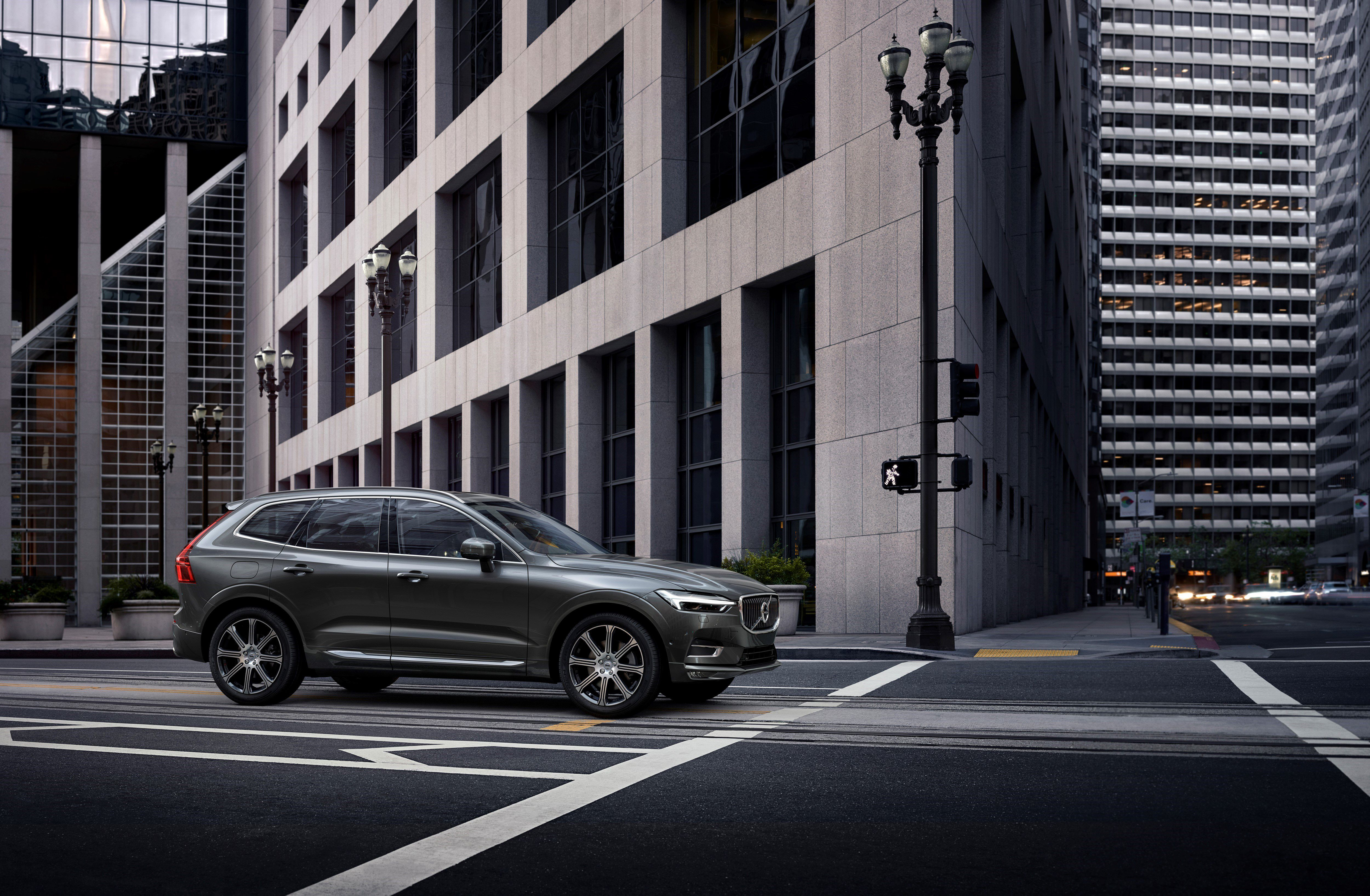 Volvo Xc60 The New Volvo Xc60 One Of The Safest Cars Ever Made Is Fully Loaded With New Technology Steer Assist Has Been Add Volvo Xc60 Volvo City Safety
