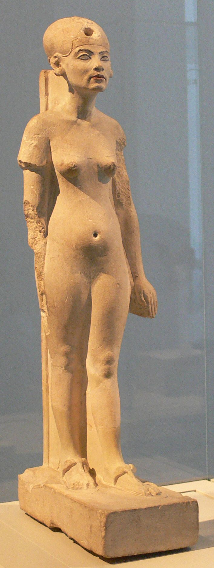 Standing-striding figure of Nefertiti - XVIII dynasty (Ägyptisches Museum, Berlin)