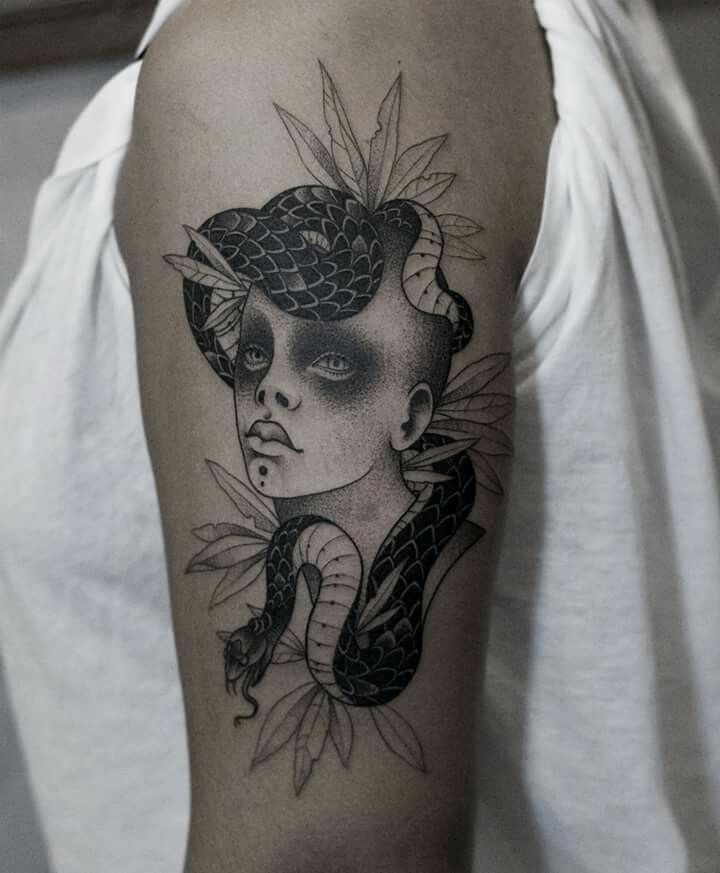 Yara Floresta - Covil Tattoo - SP