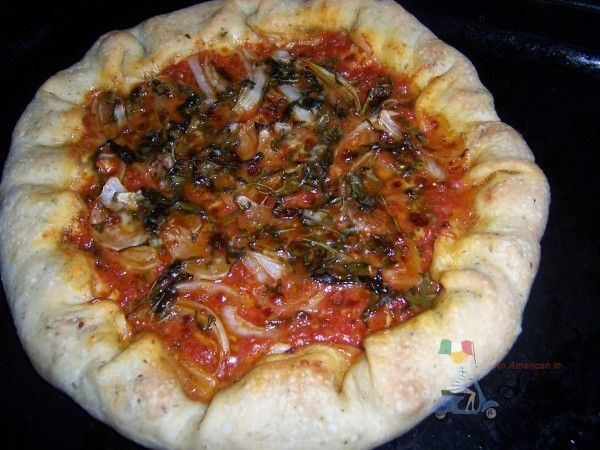 RECIPES FROM SICILY: Pizza with sausage and smoked cheese filled crusts (pizza con cornicone) Delicious! =)