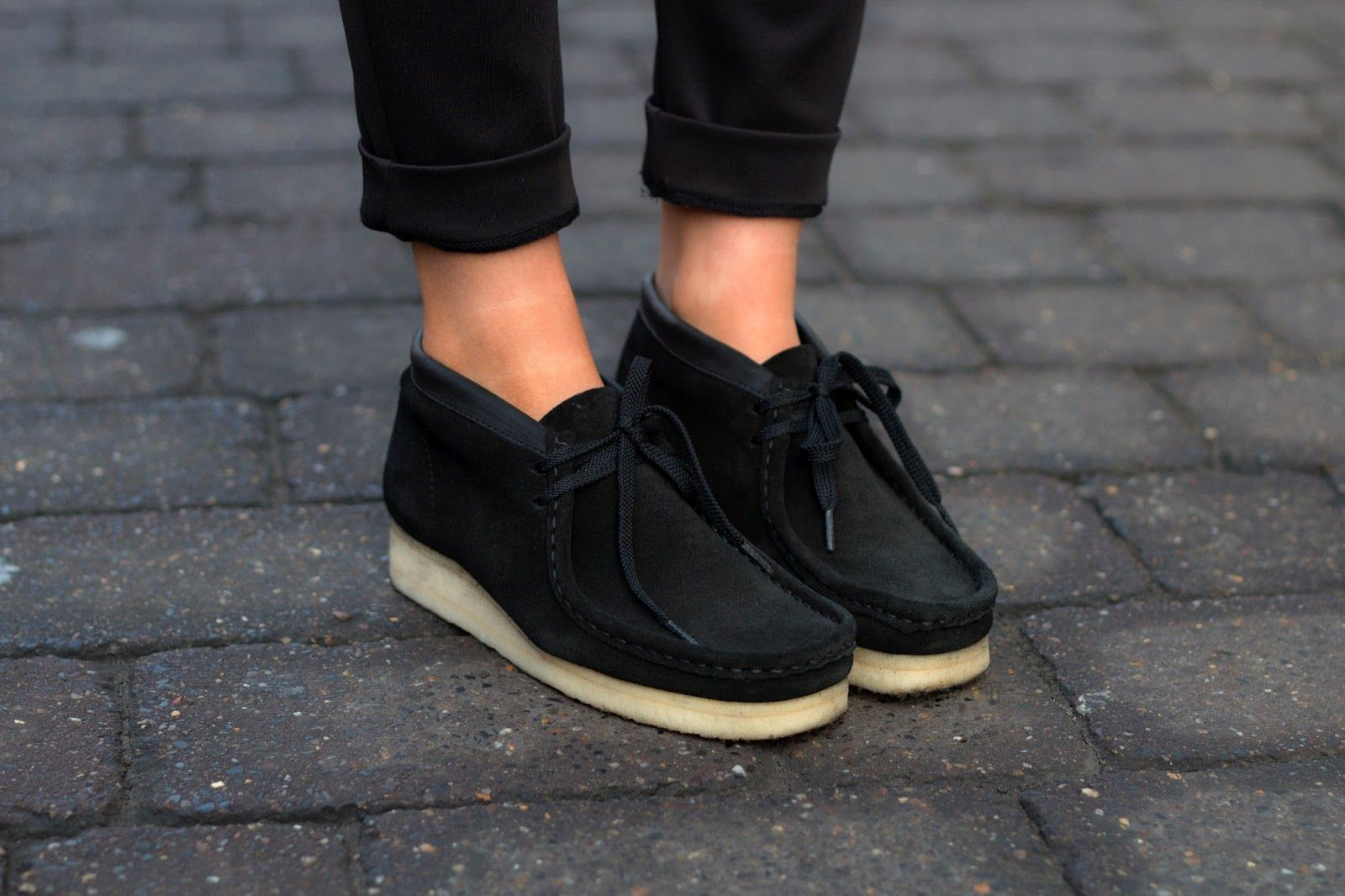 Asimilación Inspirar Deambular  omg these look so cool again! Need a black pair !!!!!! | Clarks shoes women,  Clarks wallabees outfit, Clarks wallabees