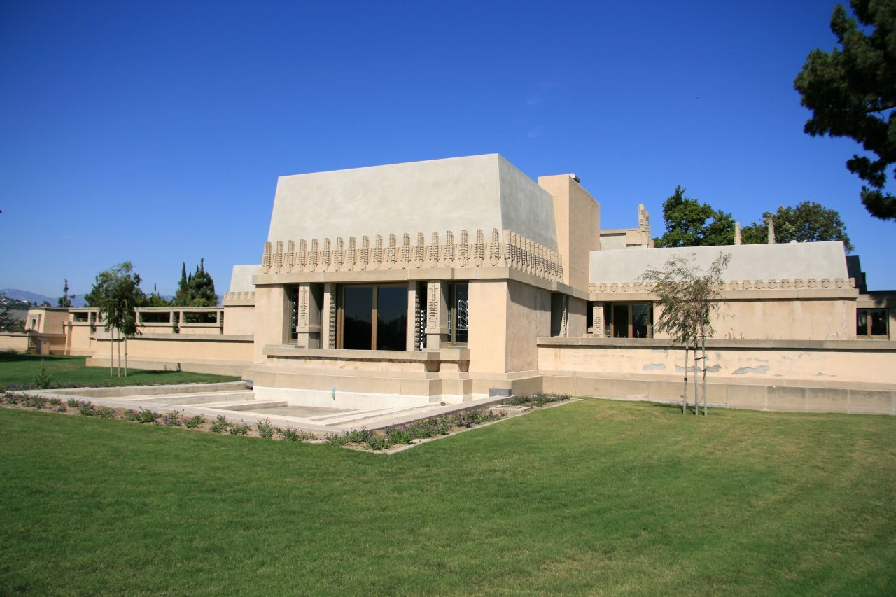 Frank lloyd wright hollyhock house los angeles 1919 20 for Frank lloyd wright piani per la casa