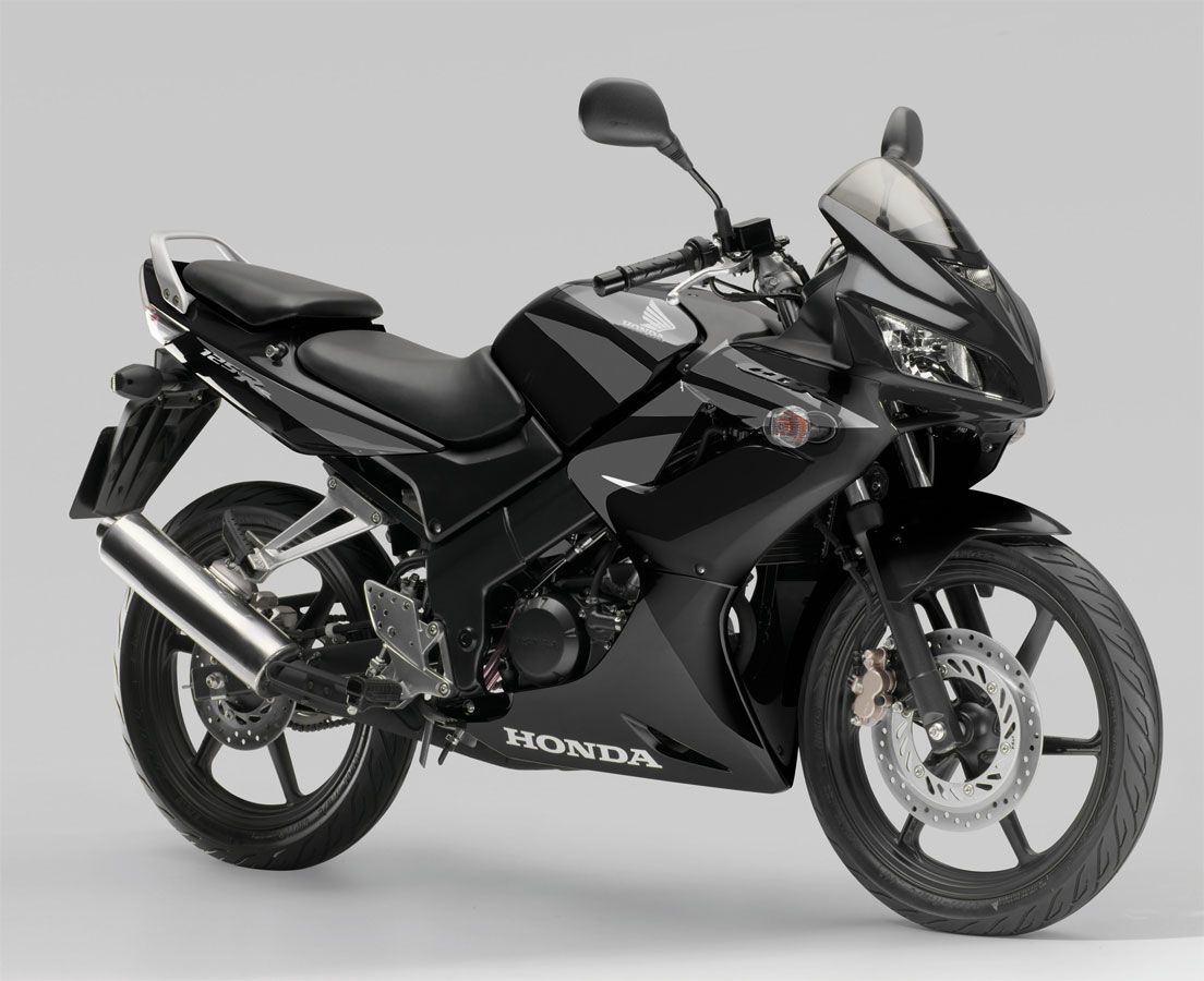 honda cbr 125 full black sportbike motorcycle garage. Black Bedroom Furniture Sets. Home Design Ideas