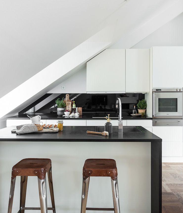 unter dem dach lilaliv k che pinterest dachs k che und dachschr ge. Black Bedroom Furniture Sets. Home Design Ideas
