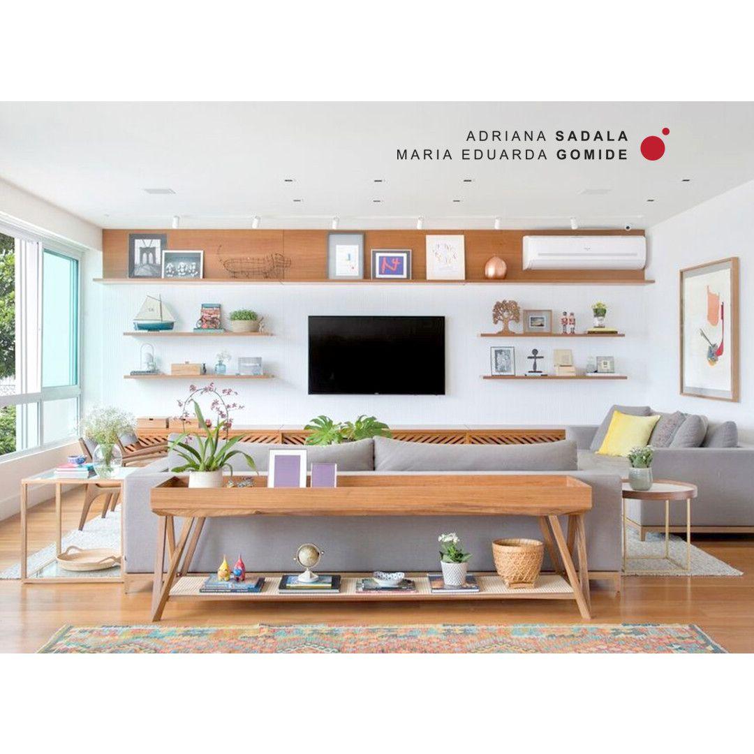 O Aparador Posicionado Atras Do Sofa Divide O Ambiente Criando Um