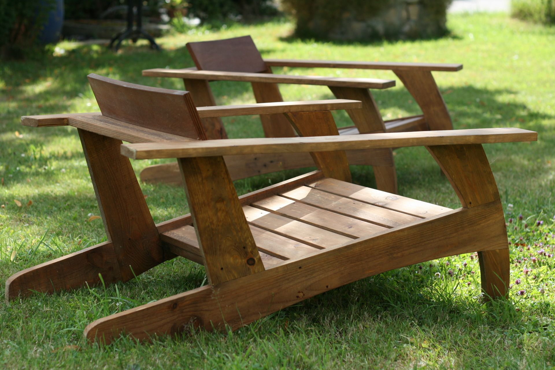 Chaise en bois de palette design ann e 30 chaises en for Meuble patio en palette