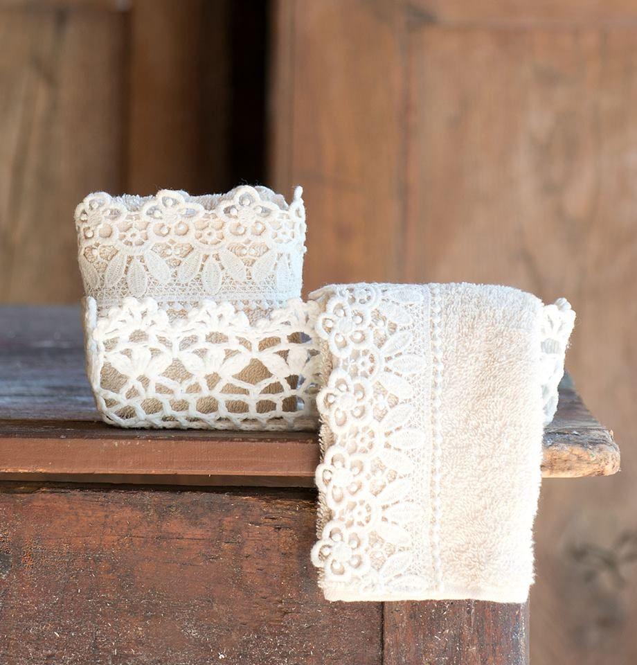 Porta tovaglie all\'uncinetto e piccoli oggetti per arredare un bagno ...