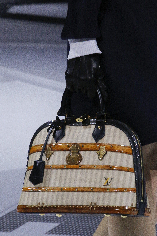 7652d247181e Louis Vuitton Fall 2018 Ready-to-Wear Fashion Show Details ...