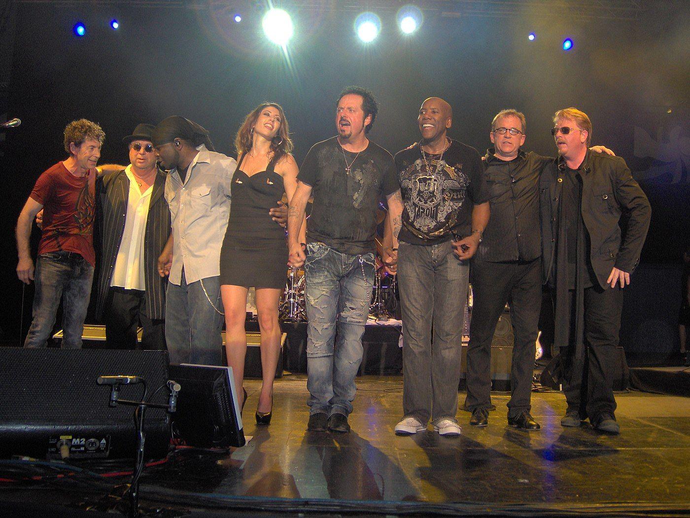 TOTO live 2010 in Copenhagen in KB Hallen.JPG Luis Conte on list for ...