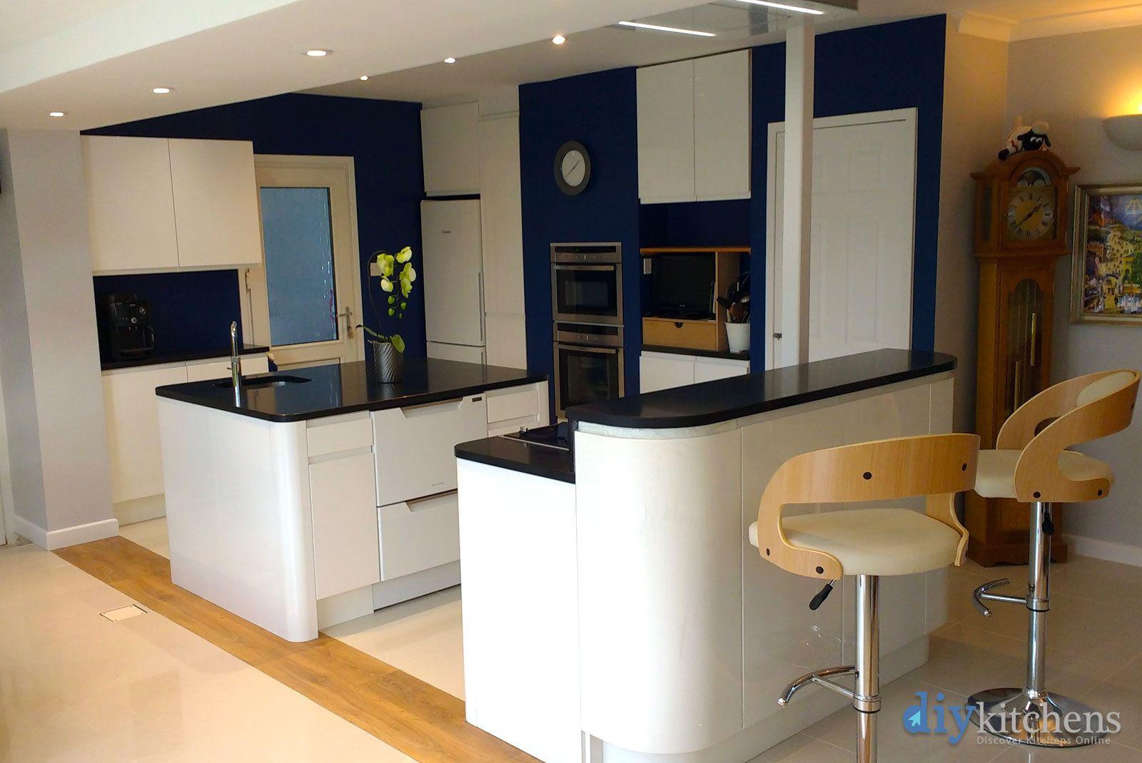 An Innova Luca Gloss White Handleless Kitchen Cheap