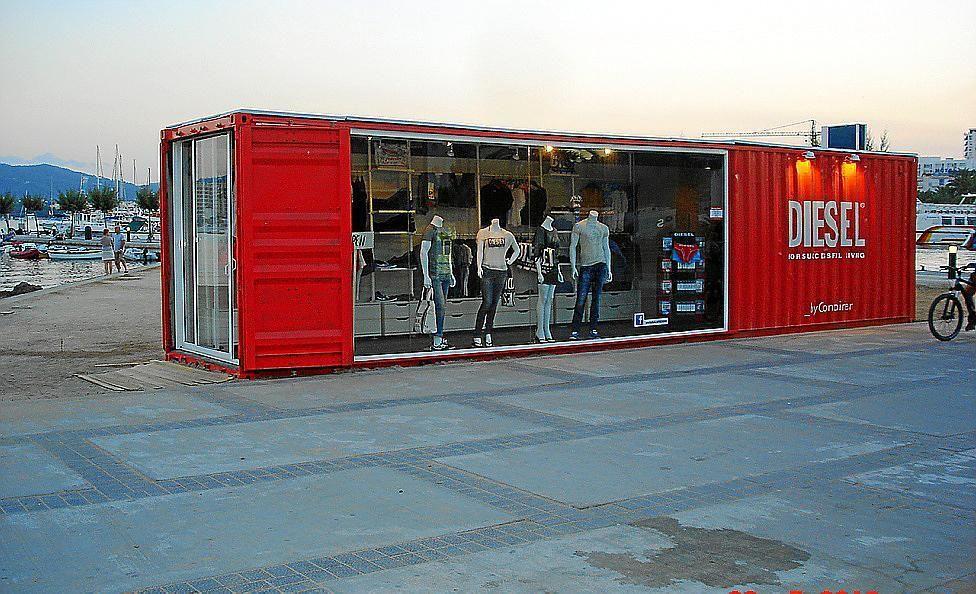 995b0884222 Denuncian la instalación de una tienda de ropa en la playa de s Arenal »  Ibiza » Pitiusas » El periódico de Ibiza y Formentera