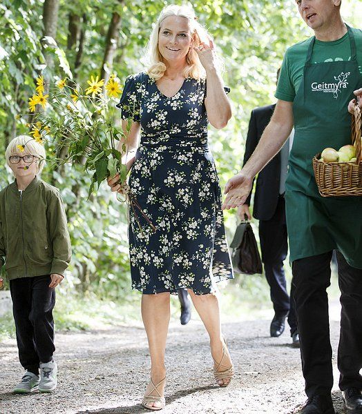 9/1/16*Crown Princess Mette-Marit visits Geitmyra Culinary Center in Oslo