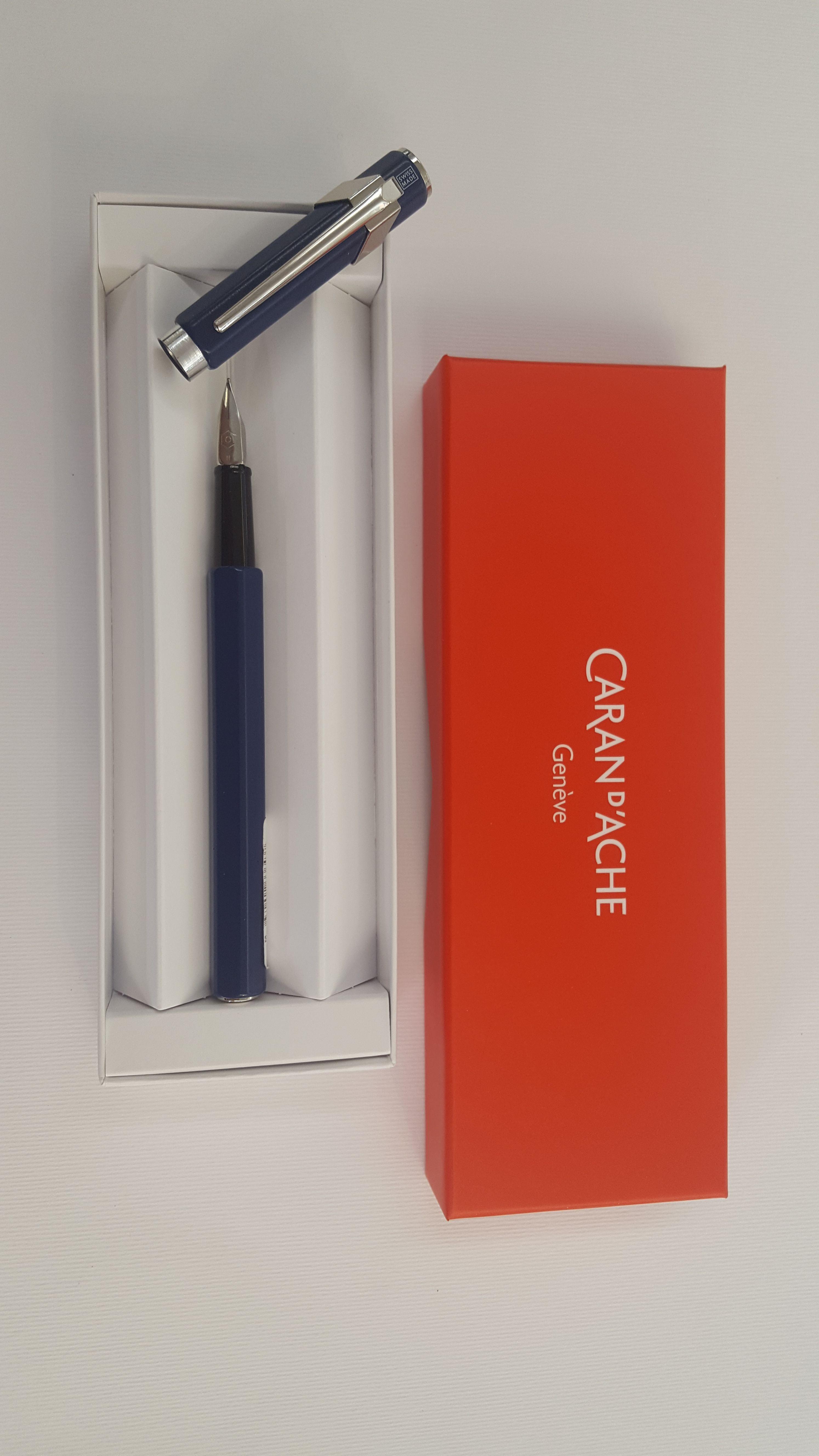 e8bfca147f Caran d'Ache - Stilografica Caran d'Ache 849. Colore blu. Pennino M ...