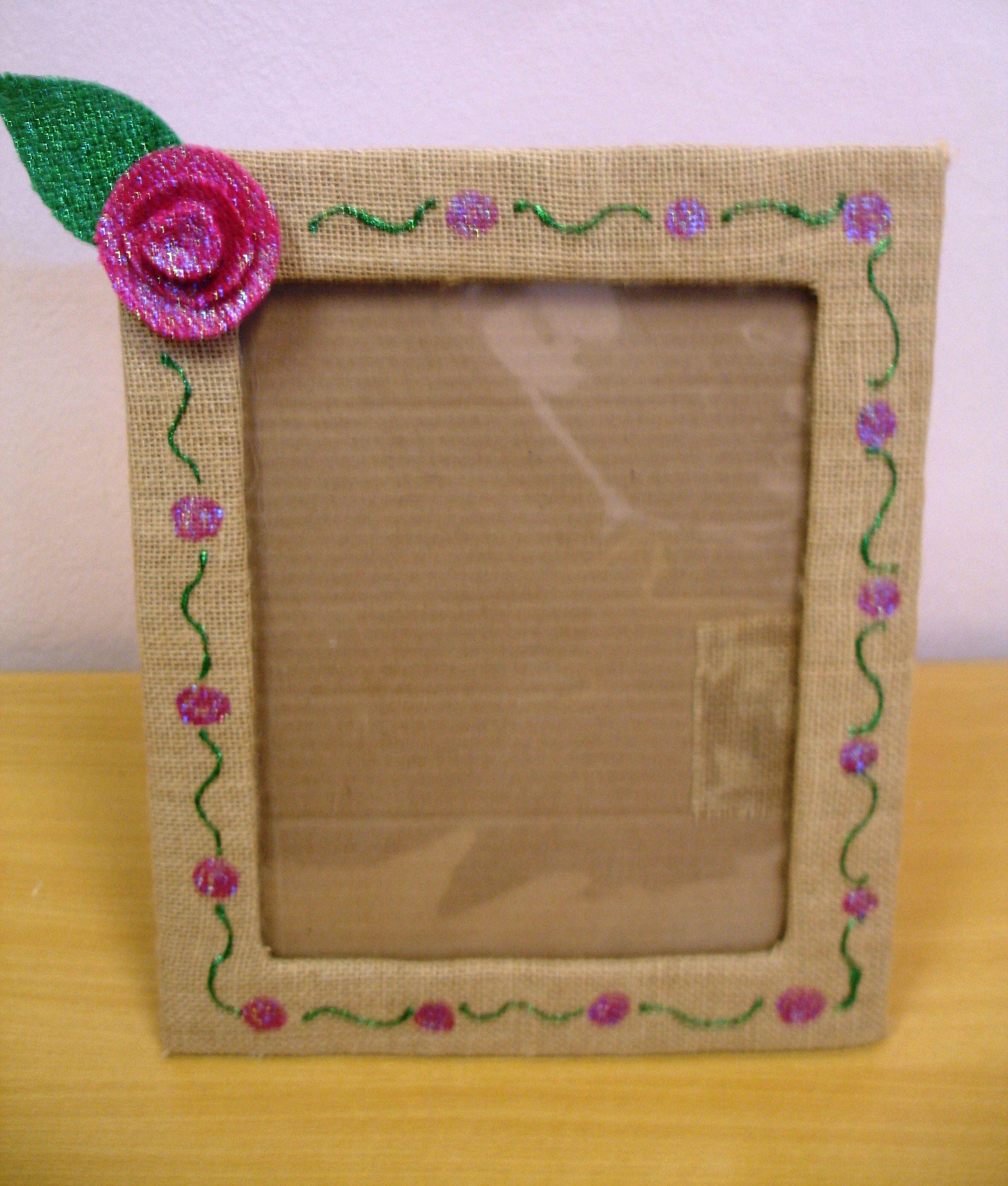 Portaretratos reciclados con cart n yute y foamy for Decoracion de espejo con material reciclable