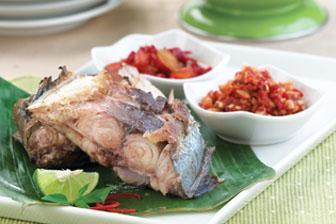 Bobara Colo Colo Bobara Kuwe Bakar Disajikan Bersma Sambal Kenari Dan Sambal Kecap Resep Ikan Resep Makanan Resep