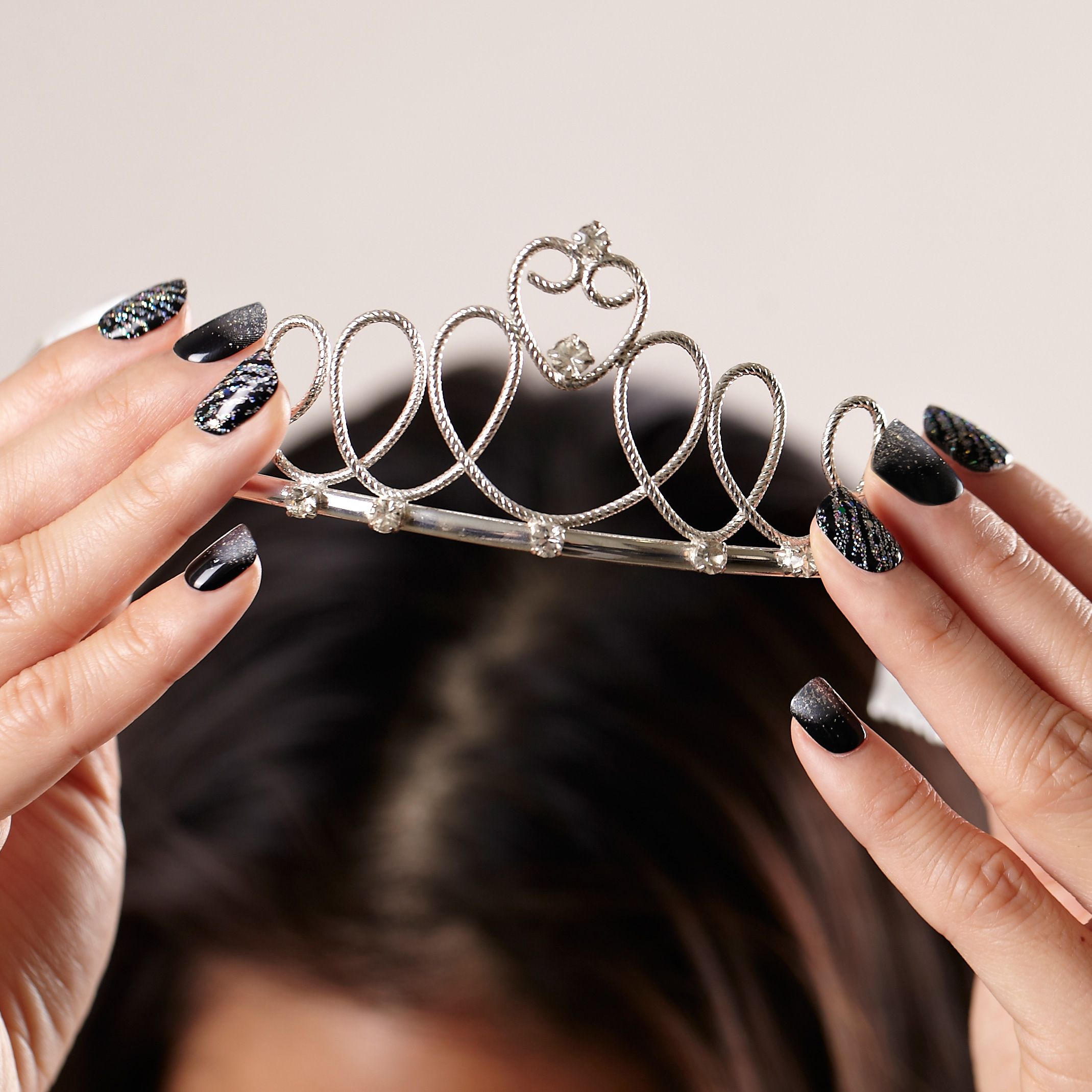 Impress press on manicure nails my style pinterest - Put On A Tiara And Party On With These Impress Accent Nails In Flash Mob