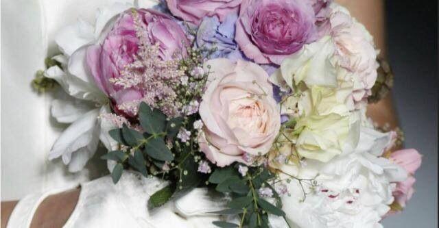 Tradizionali o inusuali ...ma parte fondamentale dell'abito e del vostro animo...ecco i bouquet.... Alessandro Tosetti www.tosettisposa.it Www.alessandrotosetti.com #abitidasposa #wedding #weddingdress #tosetti #tosettisposa #nozze #bride #alessandrotosetti
