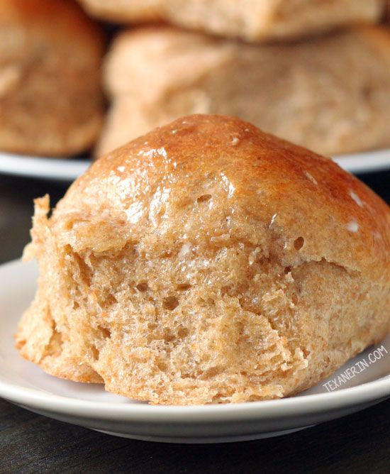 The best 100% whole wheat dinner rolls ever – so incredibly soft and  fluffy! | texanerin.com