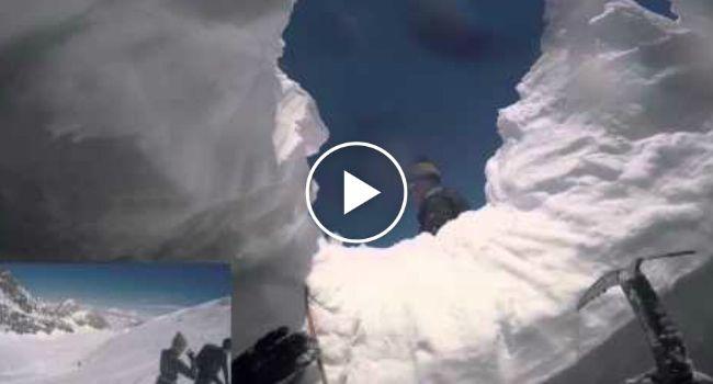 Esquiador Filma Queda Assustadora Numa Fenda Com Dezenas De Metros http://www.desconcertante.com/esquiador-filma-queda-assustadora-numa-fenda-com-dezenas-de-metros/