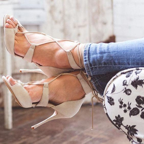 Pin by Dino cefaratti on Feet | Barefoot girls, Heels