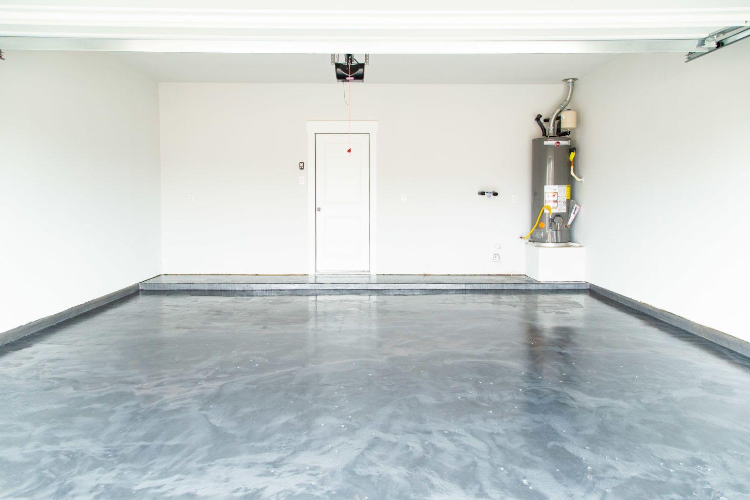 Garage With Epoxy Floor Coating In 2020 Garage Floor Coatings Garage Floor Epoxy Floor Diy