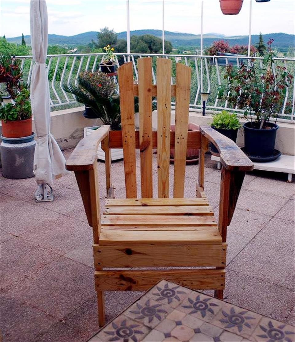 Diy pallet sofa with table 99 pallets - Diy Pallet Adirondack Chairs Set