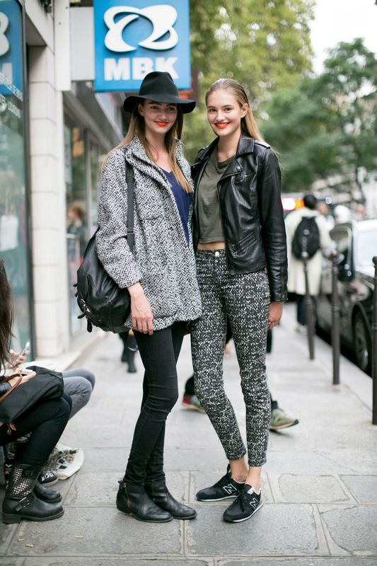 Street Fashion Buty Sportowe Fot Imaxtree Model Street Style Street Style Paris Fashion Week Street Style