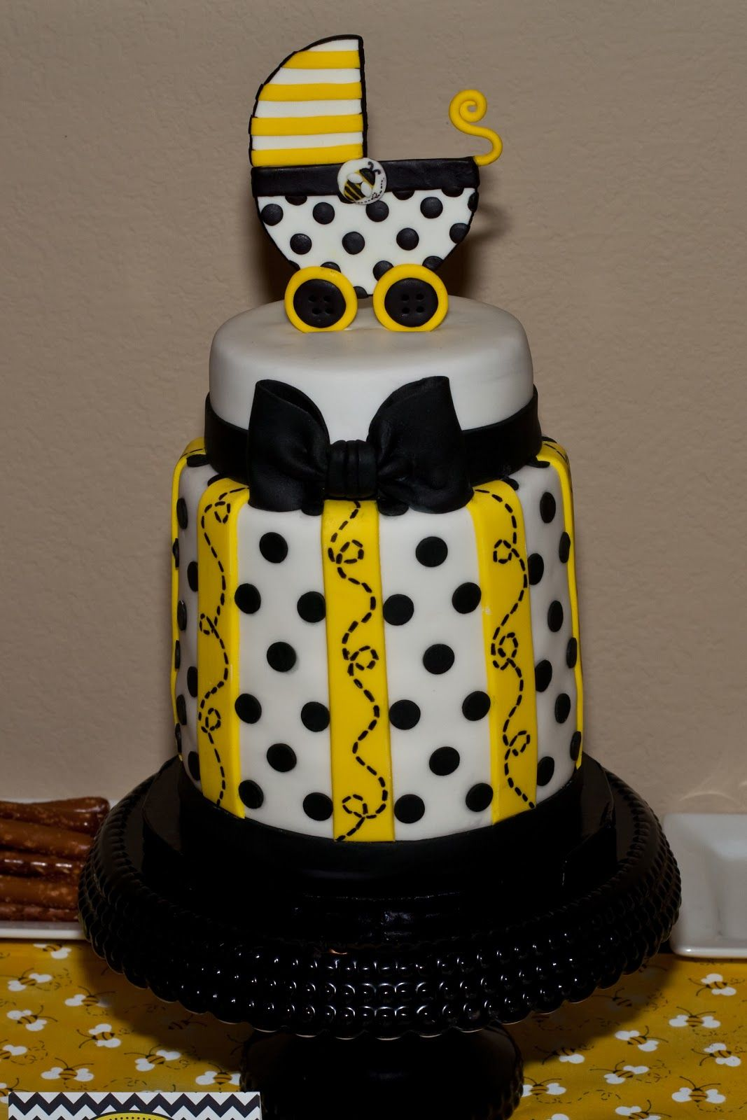 Bee Baby Shower Cakes Ideas These Chocolate Dipped Oreo Cookies