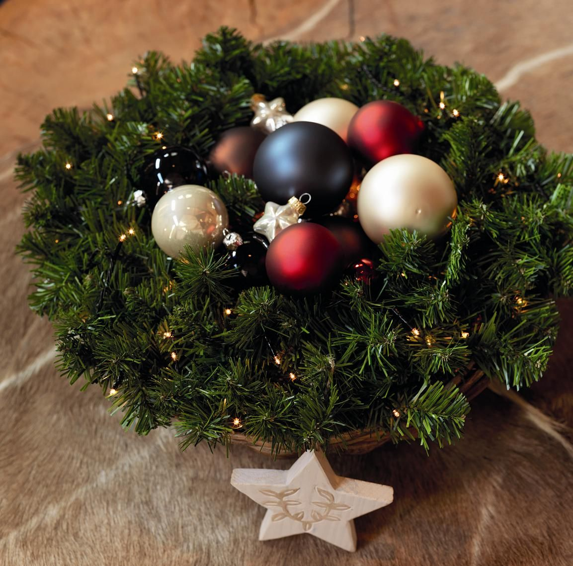 Corona de Navidad con luz LED, bolas de Navidad y estrella de madera ...