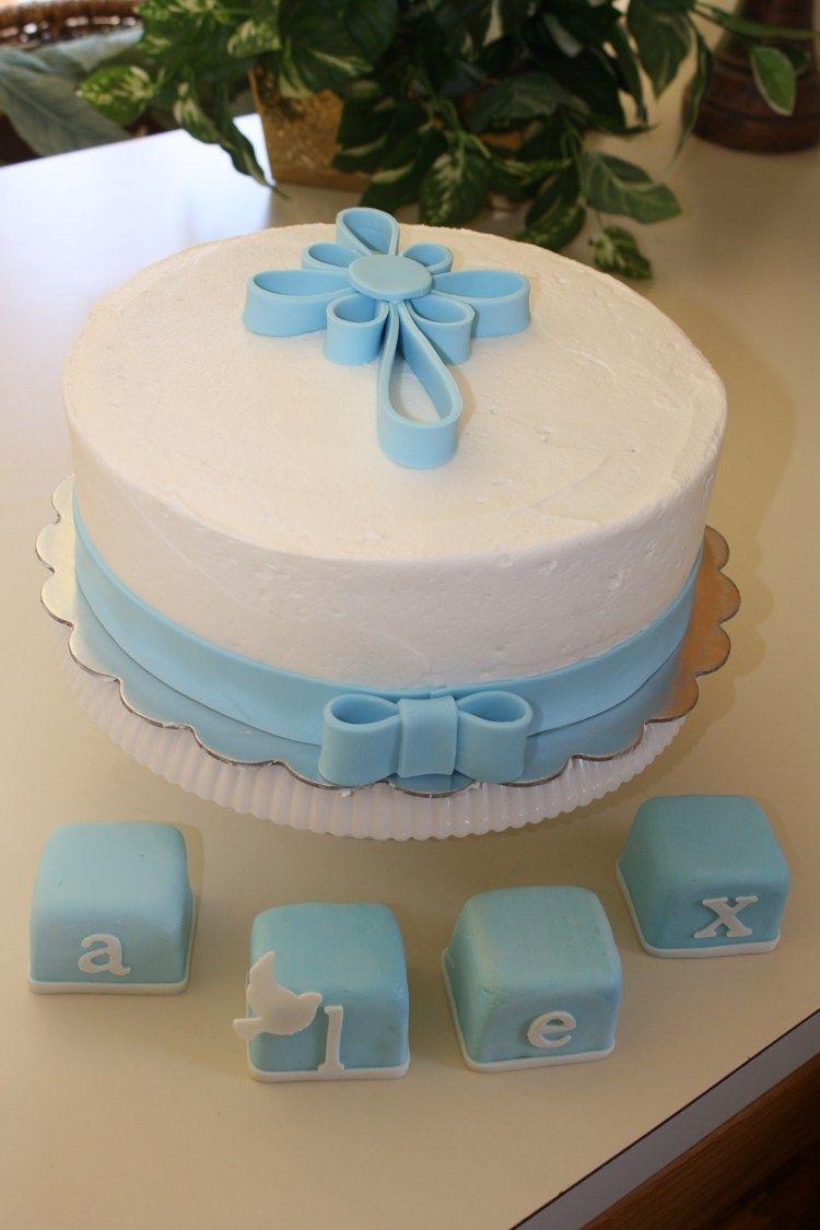 Torte zur Taufe mit Kreuz und Schleife aus Fondant  backen in 2019  Torte taufe Taufe kuchen
