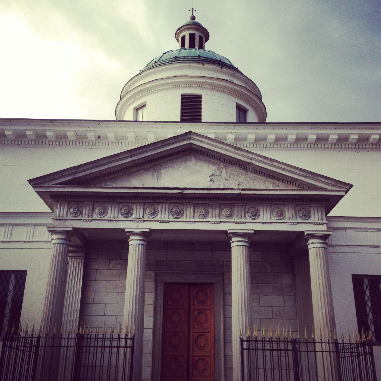 Photo of La Cappella (E) All'estremità sud del giardino, affacciata sulla piazzetta e …