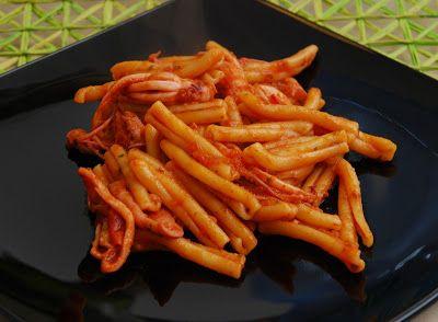La Piccola Casa: La pasta: Casarecce con totani della riviera e pomodoro