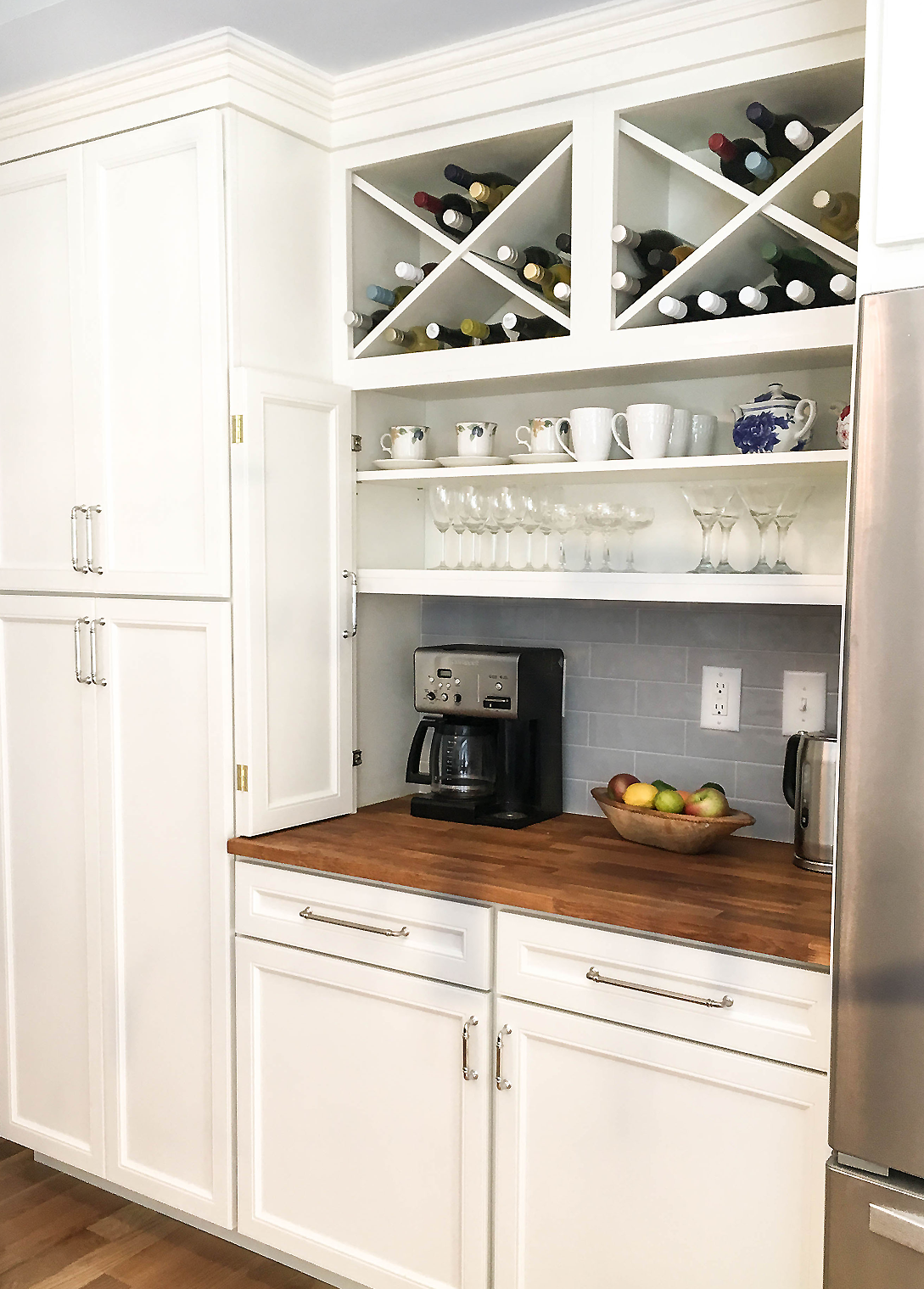 Off White Cabinets With Winebar And Coffeestation Online Kitchen Cabinets Kitchen Cupboard Designs Buy Kitchen Cabinets