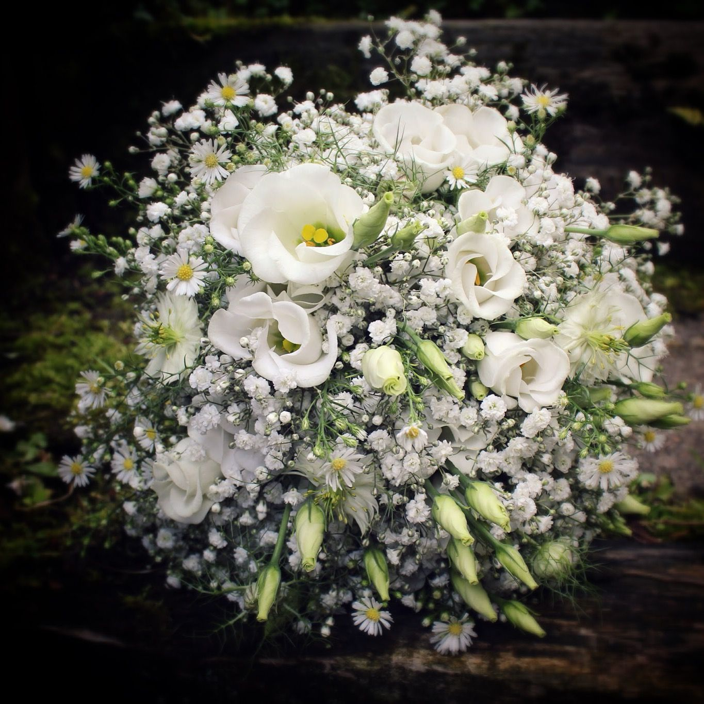 Simple white wedding bouquet. Gypsophila, Daisies, Lisianthus, Nigella