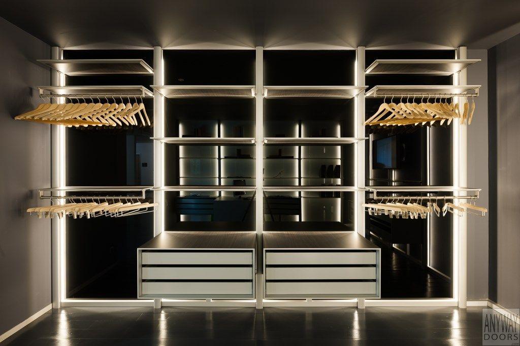 Moderne dressing op maat met zwart gelakt glas de modulaire