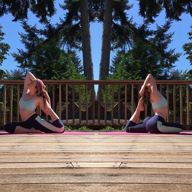 Work both sides so you can't tell which is your 'weak' side. 💕🌿😘 @rebeccalynnyoga