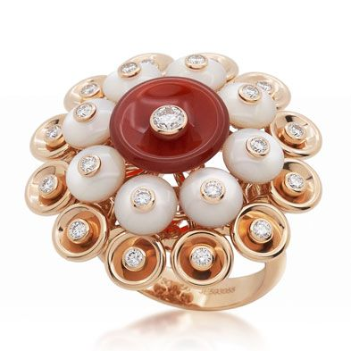 "The ring comes from Van Cleef & Arpels, which was released on the ""Bouton d'or"" fine jewelry. It is inspired by ""Paillette"" which is from Van Cleef & Arpels' works of unique decorative elements in the 1930s.  ""Paillette"" firstly appeared on a piece of works from the Van Cleef & Arpels in 1939. The jewelry artisans drill the holes in the center of the bowl-shaped ""Paillette"", and set a bright round diamonds on it. It is like a blooming ""flower buttercup""."