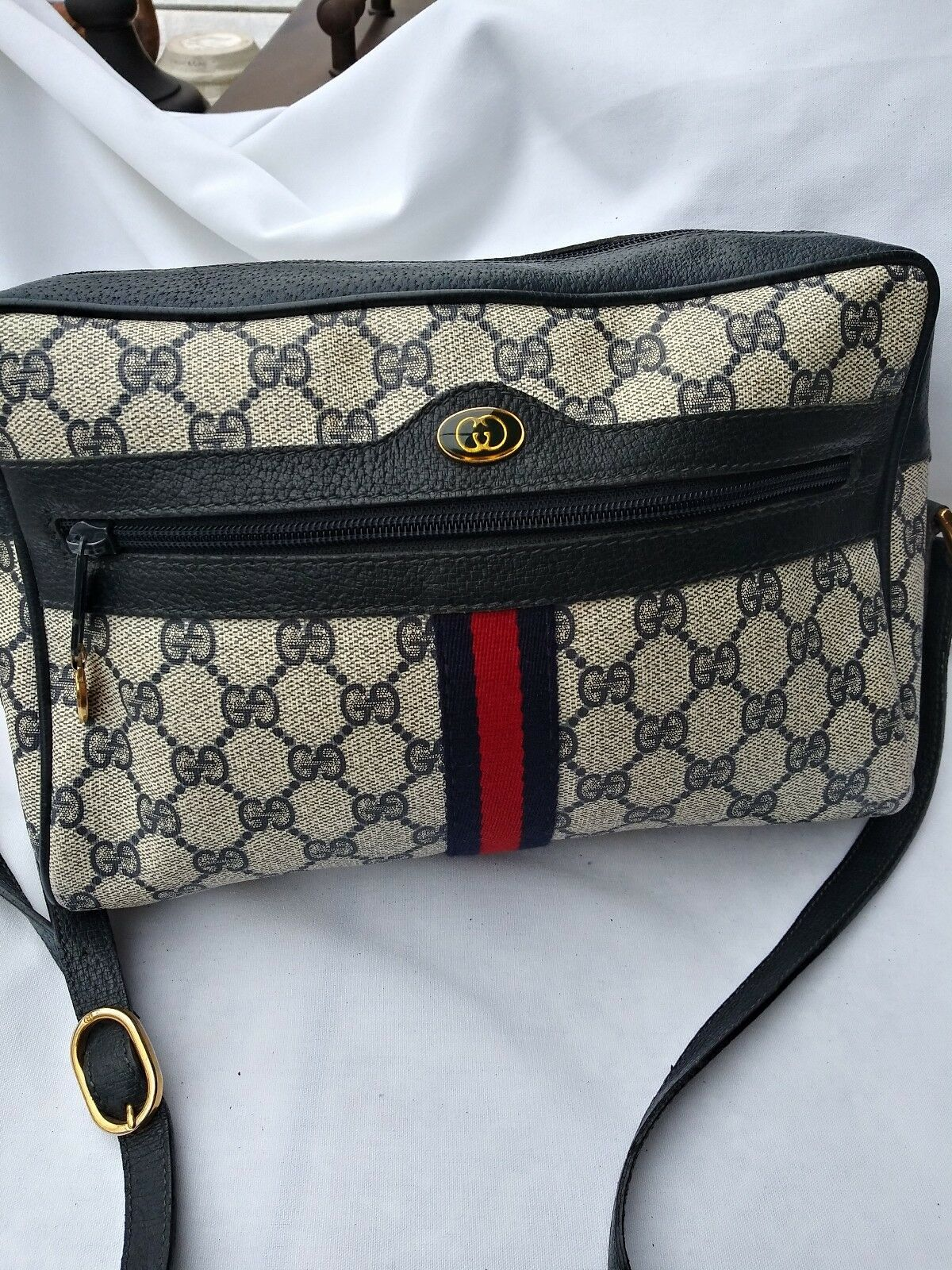 df7baaa4fc3e3 FORSALE Vintage gucci crossbody bag. Made in Italy. Blue. Excellent ...
