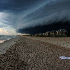 Amazing Storm Clouds Cloud Bank Rolling In Over The Beach - Beautiful photographs of storm clouds look like rolling ocean waves