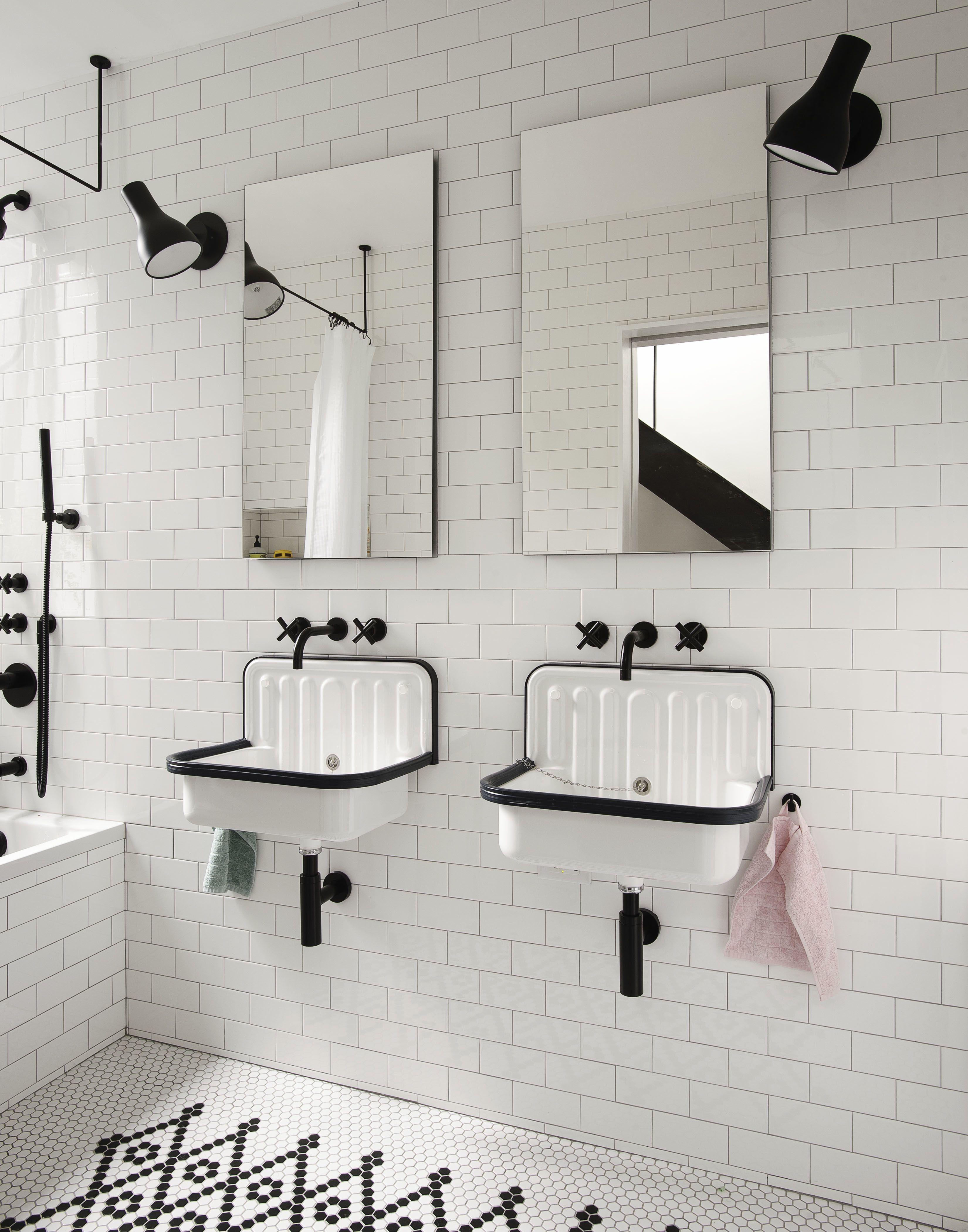 Little House Big City By Office Of Architecture Bathroom Shower Design Bathroom Trends Bathroom Tub Shower