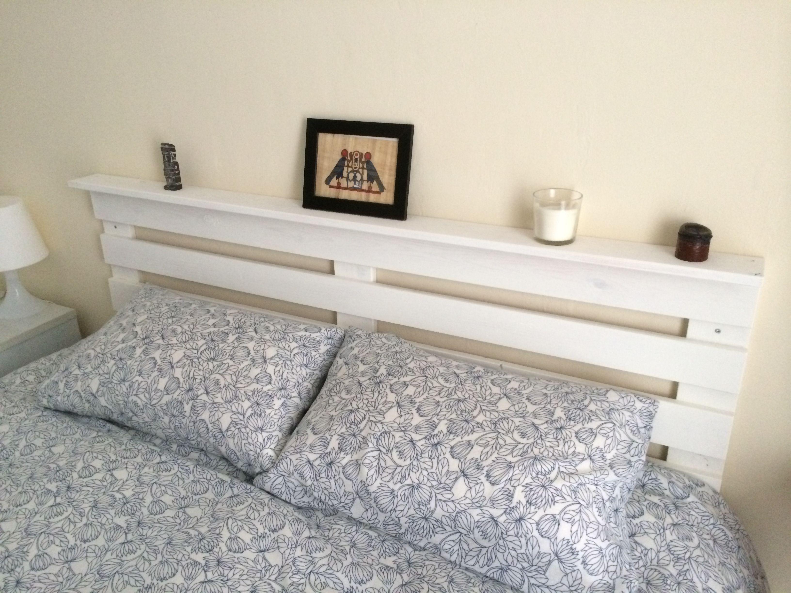 Cabezal de madera de palet reciclada acabado con crema de pintura color marfil cabezales - Cabezales de cama de madera ...