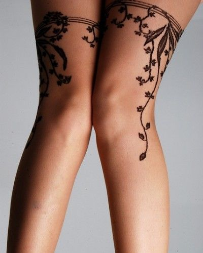 I don't generally like these garter tattoos but I would actually get this done. So pretty