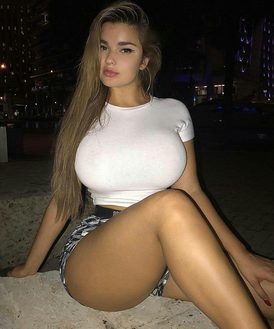 Pinerst hot kourtney kardashian nice boobs gufs