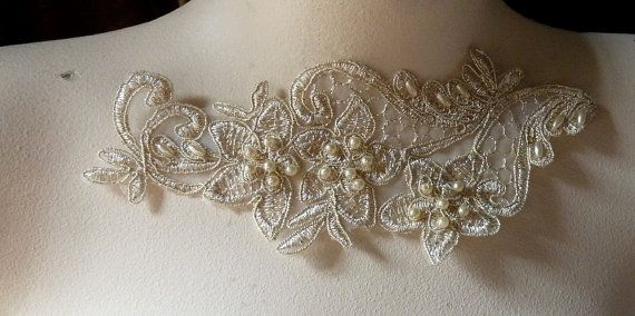 GOLD Pair Beaded Appliques in Champagne Gold Lace door MaryNotMartha