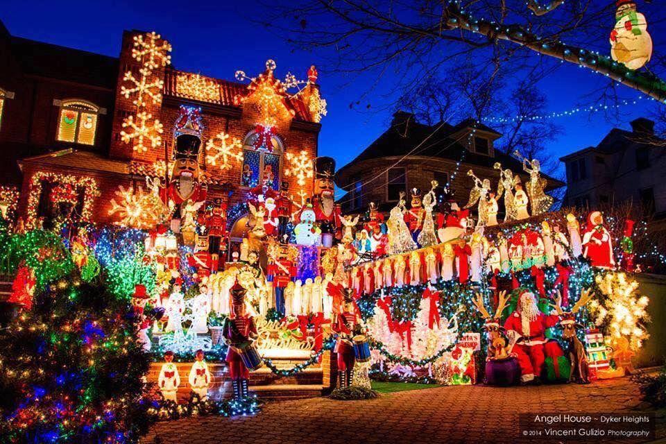 Christmas Lights Dyker Heights Brooklyn Ny Holiday Lights Display Hanging Christmas Lights Holiday Lights